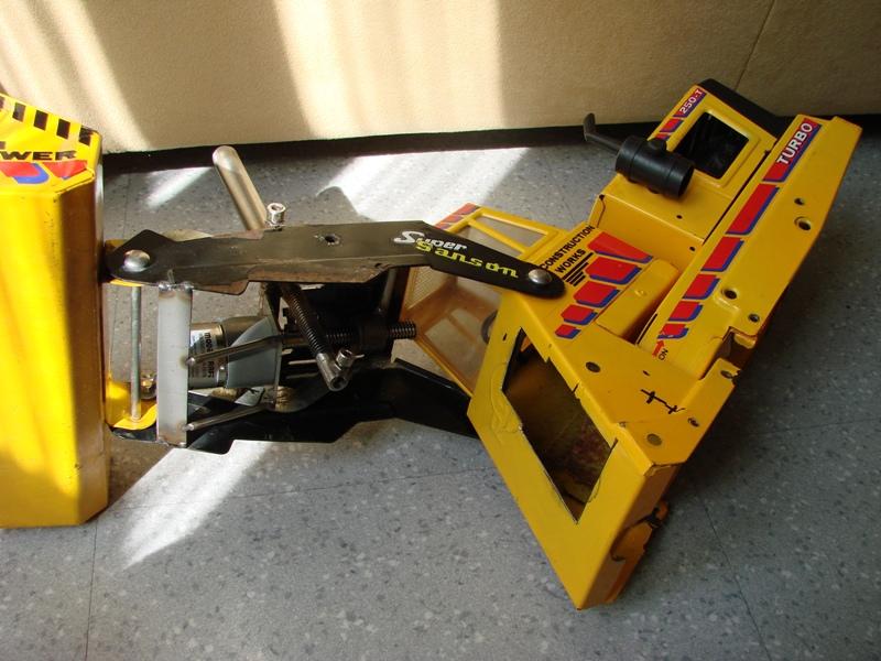 Chargeur a pneus - Jouet tôle Rico - verrin mécanique 063