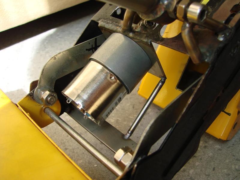 Chargeur a pneus - Jouet tôle Rico - verrin mécanique 064