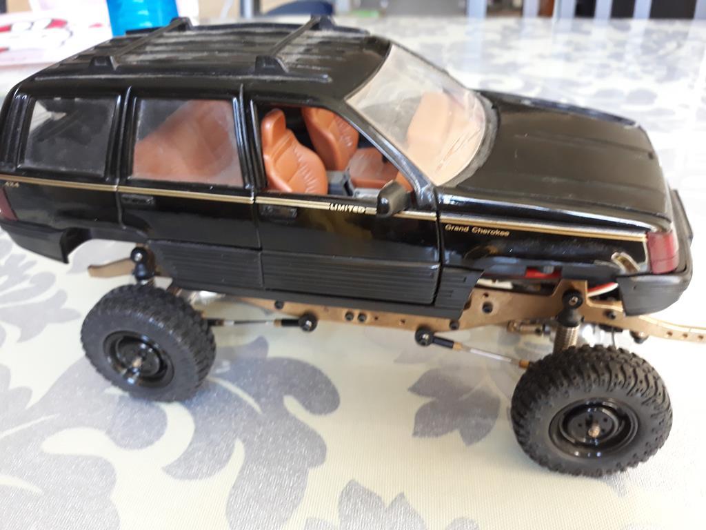 [Orlandoo 1/18] Jeep Grand Cherokee Majorette 1/18 003