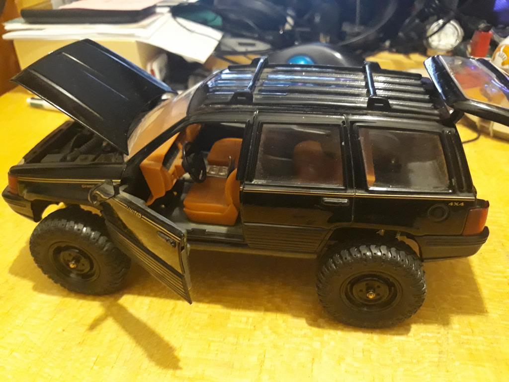 [Orlandoo 1/18] Jeep Grand Cherokee Majorette 1/18 017
